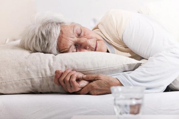 Không nên dùng sâm trước khi ngủ